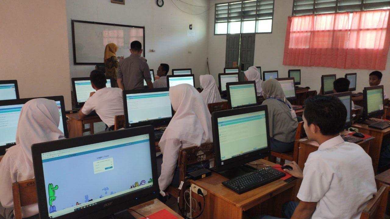 Ujian Sekolah Berbasis Komputer